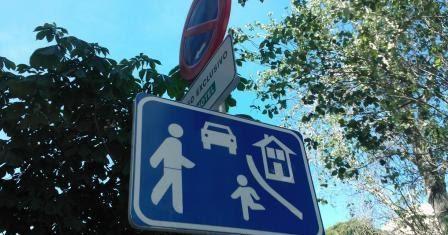 Reconocimiento señales - Signo + Calle-residencial-senal-S-28-Fenix-Directo-Blog-w