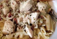 طريقة عمل مكرونة بنا penne-pasta مع الدجاج وصوص البيستو creamy pesto