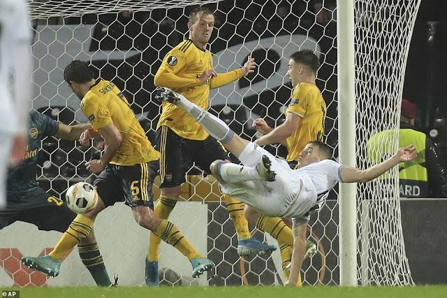 Video: Bruno Duarte scores amazing overhead kick goal | Vitoria 1-1 Arsenal