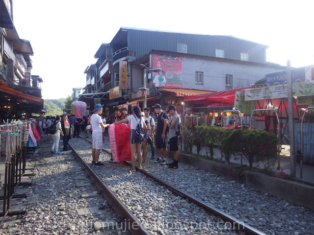 Shifen sky lantern release at the railroad tracks