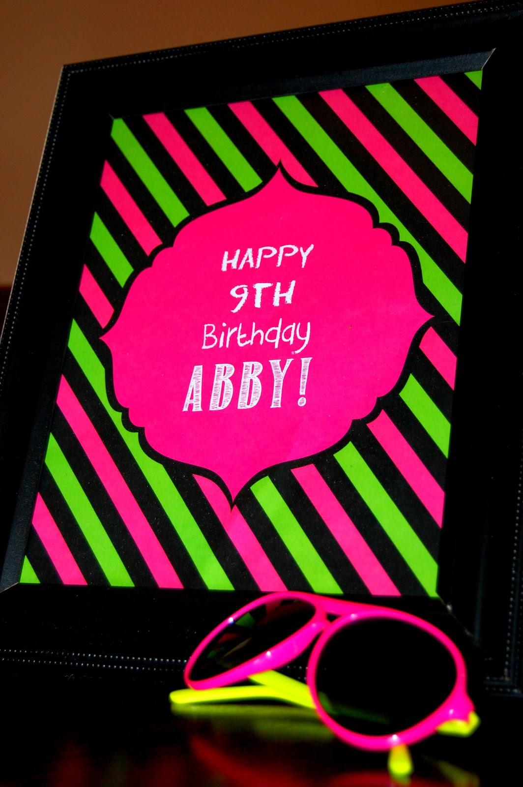 Totally Cool Nails Book Review: Simply Creative Insanity: Totally Cool.....Neon Glow Party