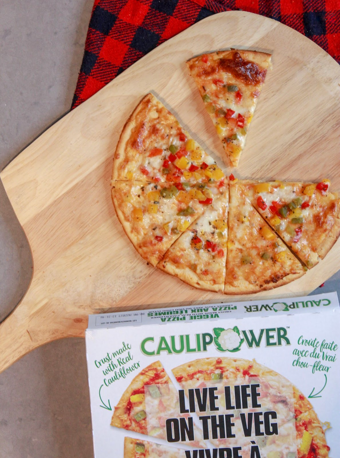 Veggie CAULIPOWER pizza with cauliflower crust