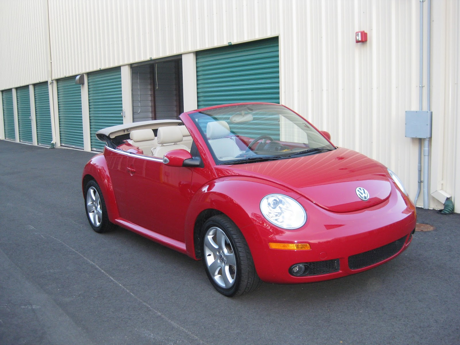 rue mouffetard 2006 v w beetle convertible for sale nyc. Black Bedroom Furniture Sets. Home Design Ideas