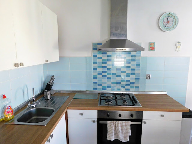 apartments bernarda, apartmani bernarda, jezera, murter, croatia, hrvatska, ljeto, summer, vacation, holiday, beach, plaža, kitchen, kuhinja, blue