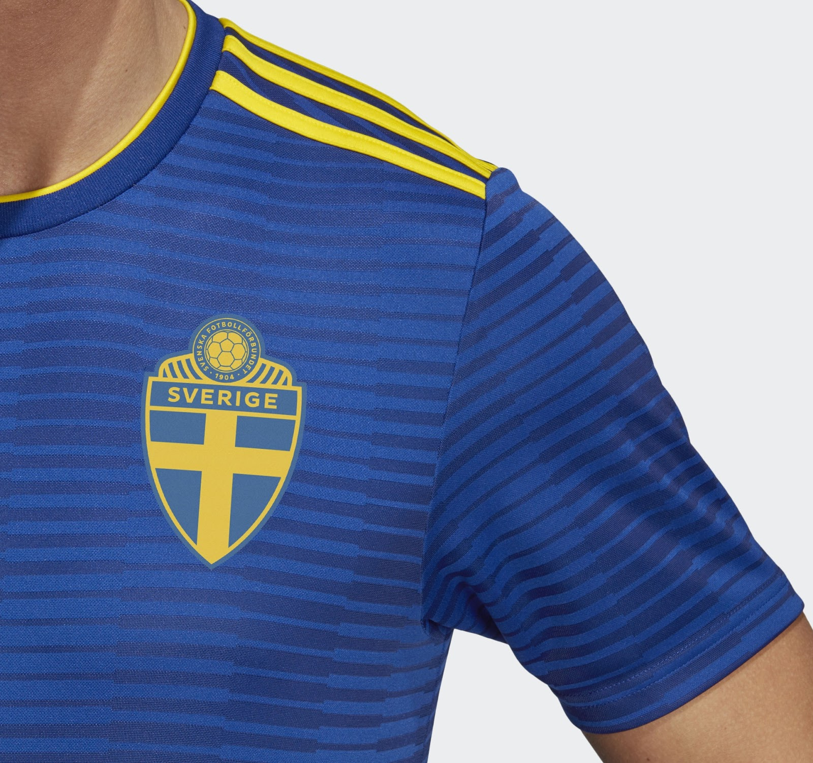 Adidas lança a camisa reserva da Suécia para a Copa do Mundo - Show ... b70e622bed8f7