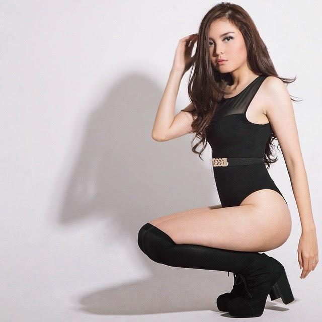 Foto Seksi Atria Loni Gadis Seksi Berkulit Putih Bersih 002