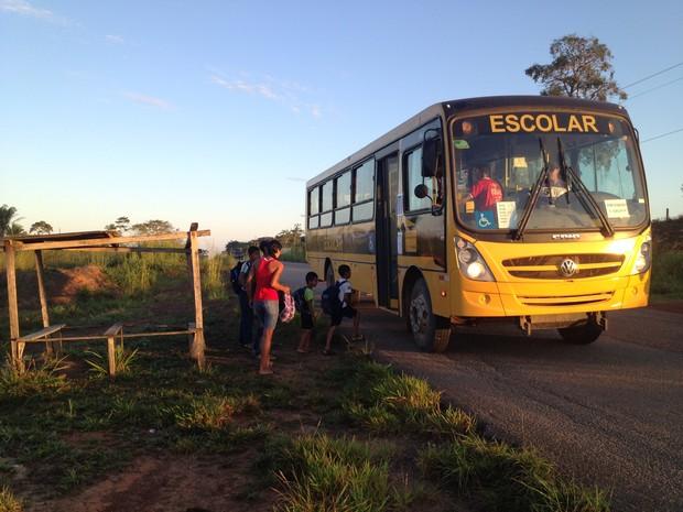 Pais e alunos procuraram a Secretaria Municipal de Educação de Cacoal para esclarecimentos quanto ao transporte escolar na zona rural do município