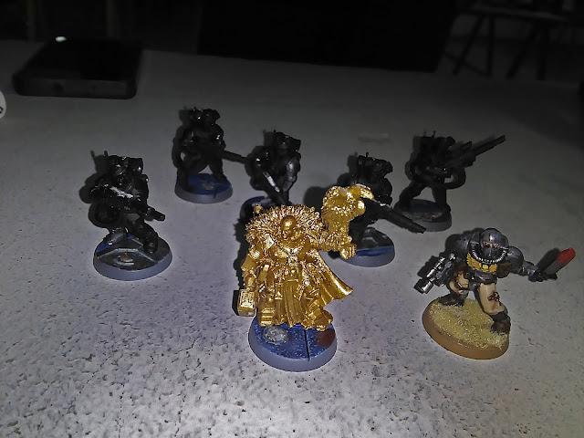 Imagen de una banda inquisitorial para el juego Armageddon