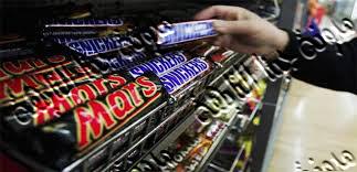 سحب شوكولاته مارس وسنيكرز من الأسواق العربية بها مواد ضارة