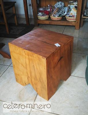 puffe cubo em madeira de demolição