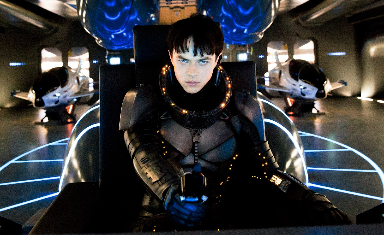 Dane DeHaan e criaturas em imagens inéditas da sci-fi Valerian: E A Cidade Dos Mil Planetas
