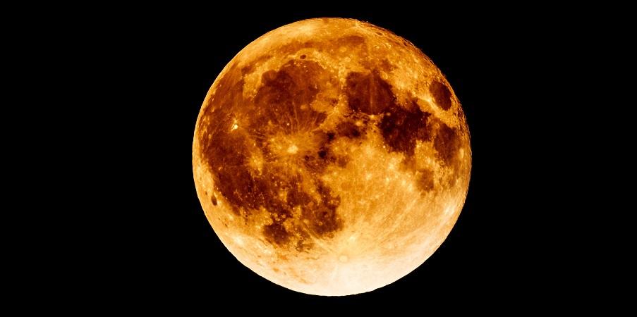 Τεράστια μυστηριώδης μεταλλική μάζα, κάτω από τη σκοτεινή πλευρά, της Σελήνης
