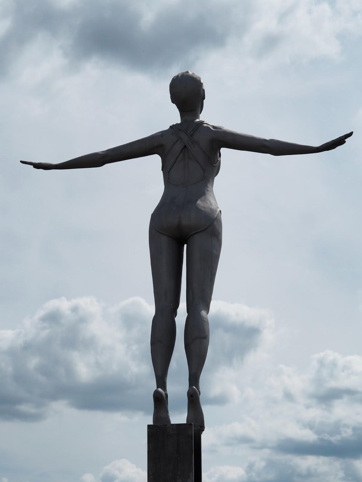 Diving Belle, statue, sculpture Vincents Pier, South Bay, Scarborough