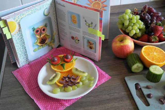 Fun Food - leckere Ideen mit Obst, Gemüse und Brot. In ihrem Gastbeitrag auf Küstenkidsunterwegs stellt Euch Anna ein tolles Buch vor, dass zeigt, wie man Snacks mit Obst, Gemüse und Brot für seine Kinder gesund, lecker und kreativ zubereitet!
