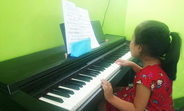 Học viên tại Trung Tâm Âm nhạc Hoàng Gia