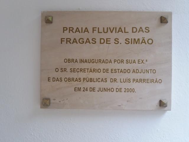 Placa inauguração Praia Fluvial Fragas S. Simão