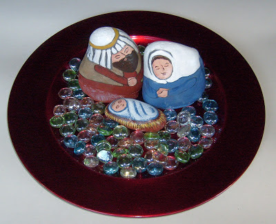 painted rocks, unique nativity sets, display, charger plate, Cindy Thomas