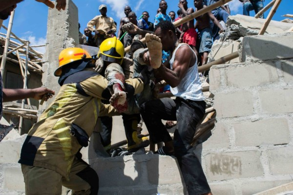 2 Dead, 14 Rescued after 3-Storey Building Collapsed in Lagos Nigeria