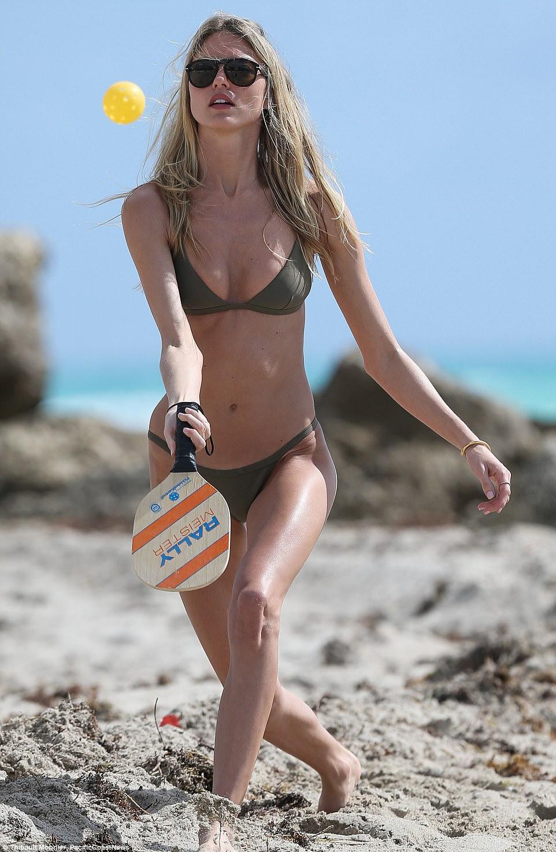b1da178e169be Martha Hunt parades in bikini on Miami vacation