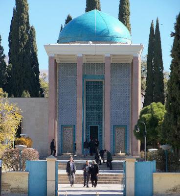 İran şairi Sadi'nin Türbesi