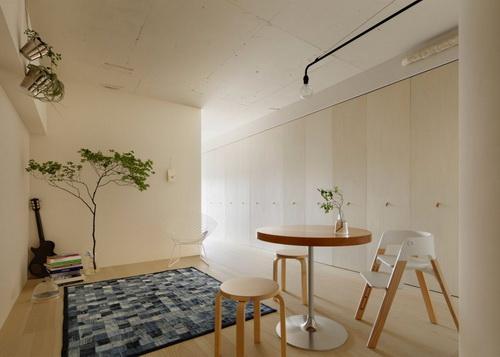 Info.Tinuku.com Desain Interior Minorpoet Sembuyikan Dapur Apartemen dengan Pintu Lipat
