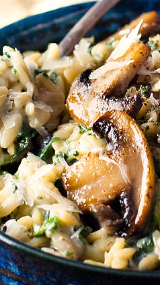 Here you go! I've made dinner easy for you – a Mushroom and Spinach Orzo all made in one pot, packed full of nutrition (A grade nutrition rating) with plenty of creamy sauce but without a single drop of cream!