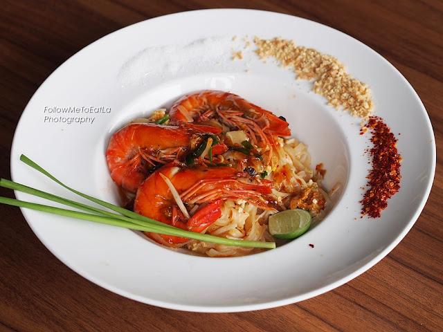 Kung Lai Ser ~ Tiger Prawns Pad Thai Noodles  RM 26.90