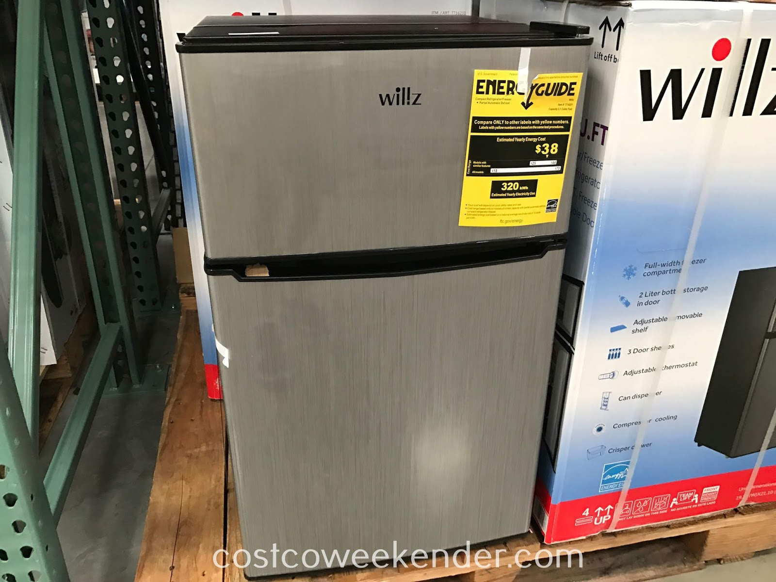 Easily grab a cold drink with the Willz 3.1 cubic ft Compact Refrigerator/Freezer (WLR31TS1E)
