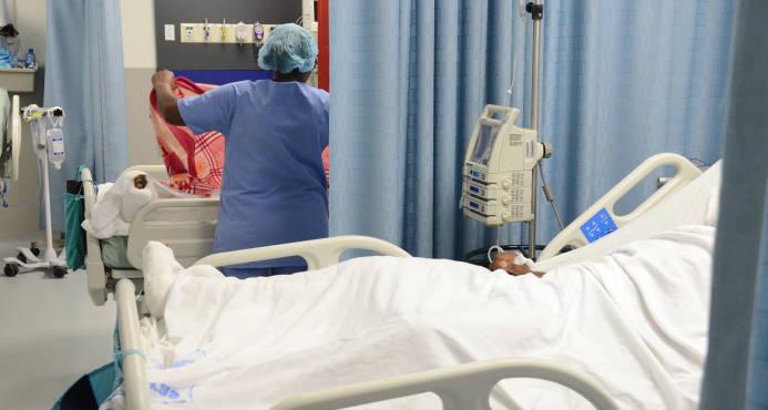 El Gobierno advierte a dueños de clínicas que medida viola Constitución