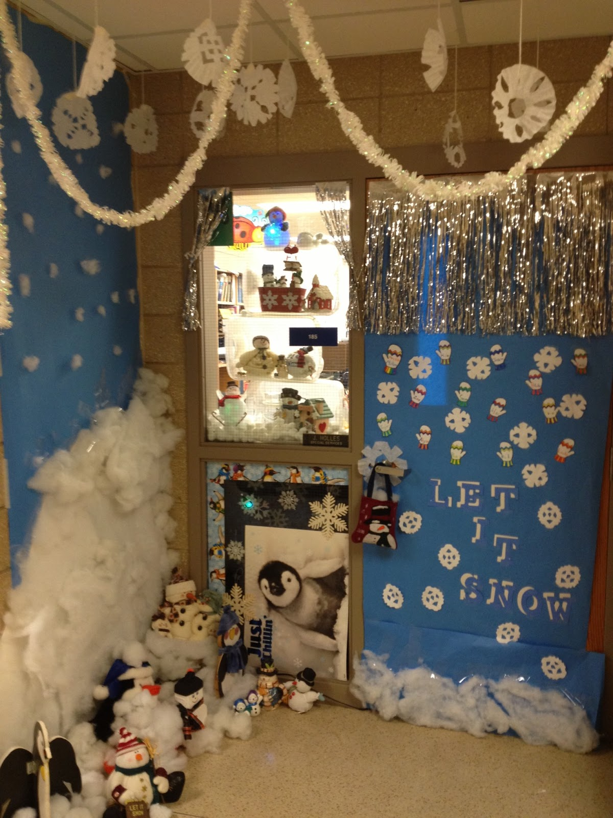 Sheldon Middle School Guidance Class: Door Decorating Fun