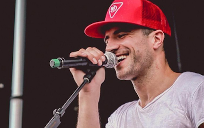 """Lirik Lagu Sam Hunt - Vandalizer"""