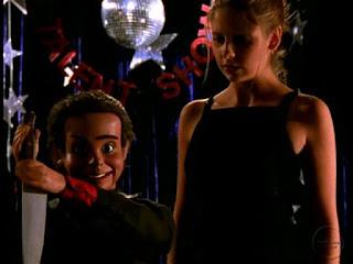 """Photo de Buffy et Sid, le pantin de l'épisode """"La Marionnette"""""""
