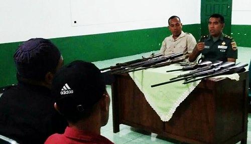 Warga Padangpariaman Serahkan 8 Pucuk Senjata Api Rakitan ke Kodim