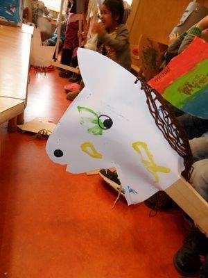 Ide membuat kerajinan berbentuk kepala kuda menggunakan  kertas  dan stik es krim untuk anak-anak