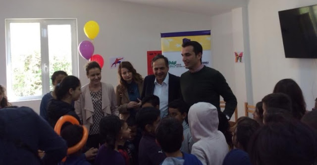 Fleckenstein meeting Social Center kids in Lana River