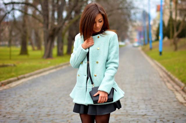 Mint coat and black dress - Czytaj więcej