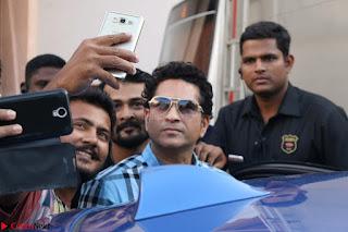 Shah Rukh Khan and Sachin Tendulkar Cast Their Vote For Bmc Election 2017 02.JPG