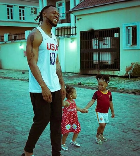 Watch Flavour perform father duties with his pretty daughters (video)