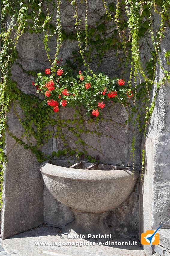 Craveggia in valle Vigezzo, fontana in sasso