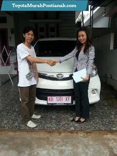 Foto Pembeli Mobil Toyota di Pontianak