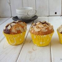 http://smakmojegodomu.blogspot.com/2017/01/dwukolorowe-muffinki-z-migdaami-i-kakao.html