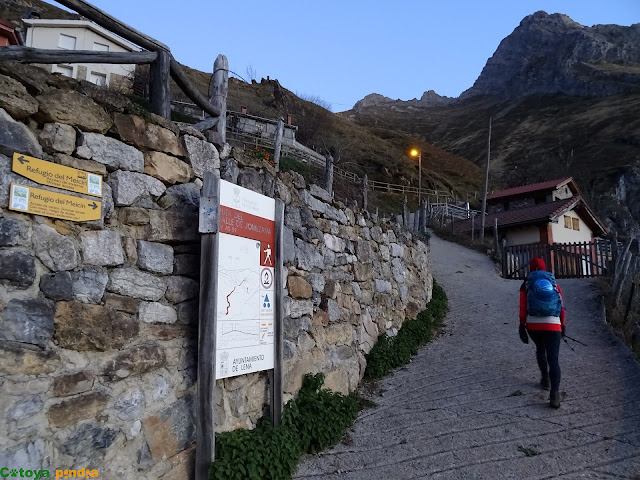 Iniciamos ruta en Tuiza de Arriba siguiendo el camino de verano.