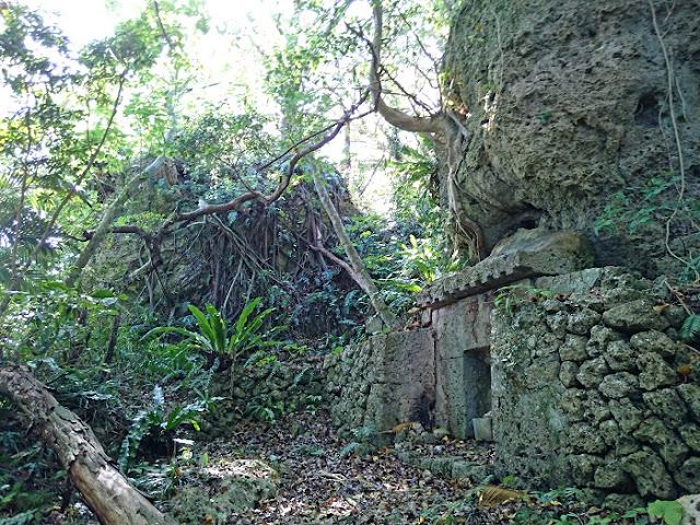 豊見城按司の墓の写真