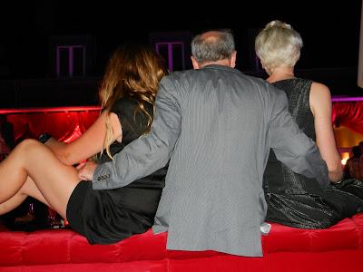 http://www.rp-online.de/nrw/staedte/duesseldorf/kultur/mit-der-couch-durch-die-heimat-aid-1.6096637