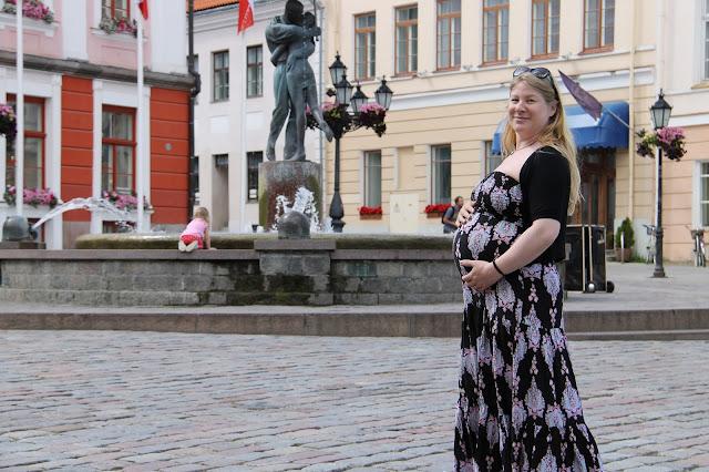 matka raskaana lapsi mukana