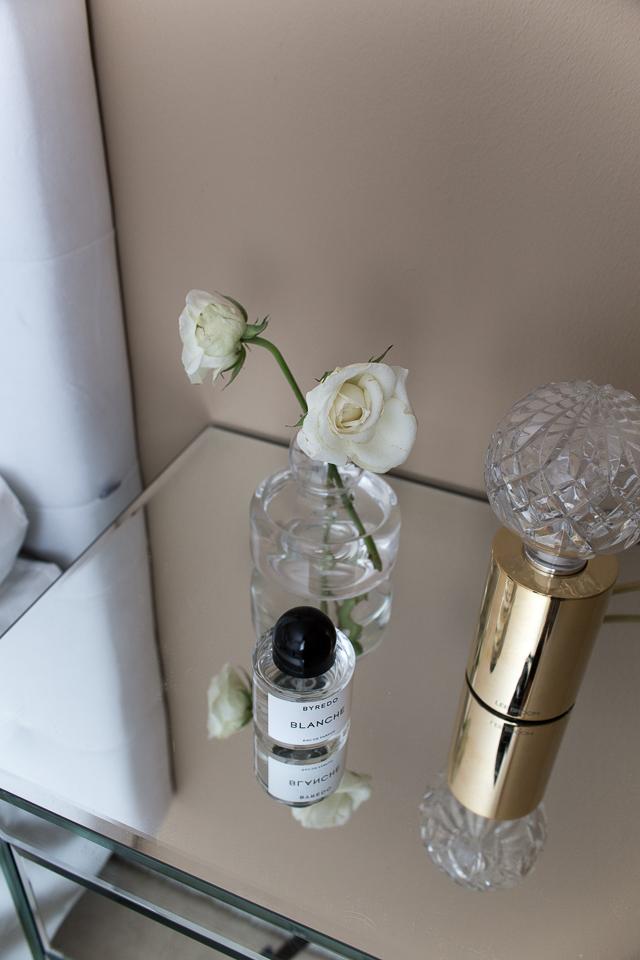 Villa H, byredo tuoksu, Lee Broom crystal bulb, makuuhuoneen sisustus