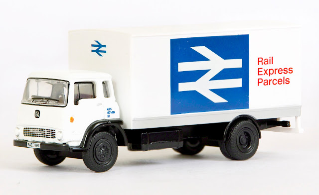 EXCLUSIVE FIRST EDITIONS 22914 - Bedford TK Boxvan - Rail Express Parcels