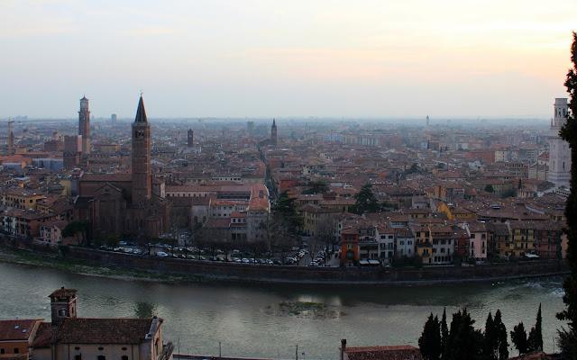 Vistas desde el castillo de S. Petro en Verona