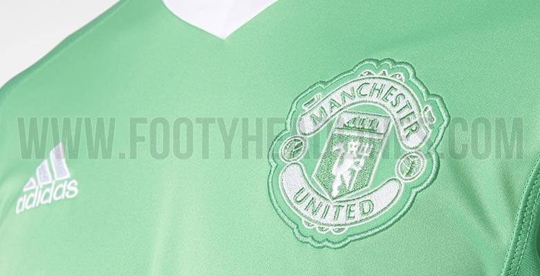 new products cde17 6119f Manchester United 17-18 Goalkeeper Away Kit Released - Footy ...