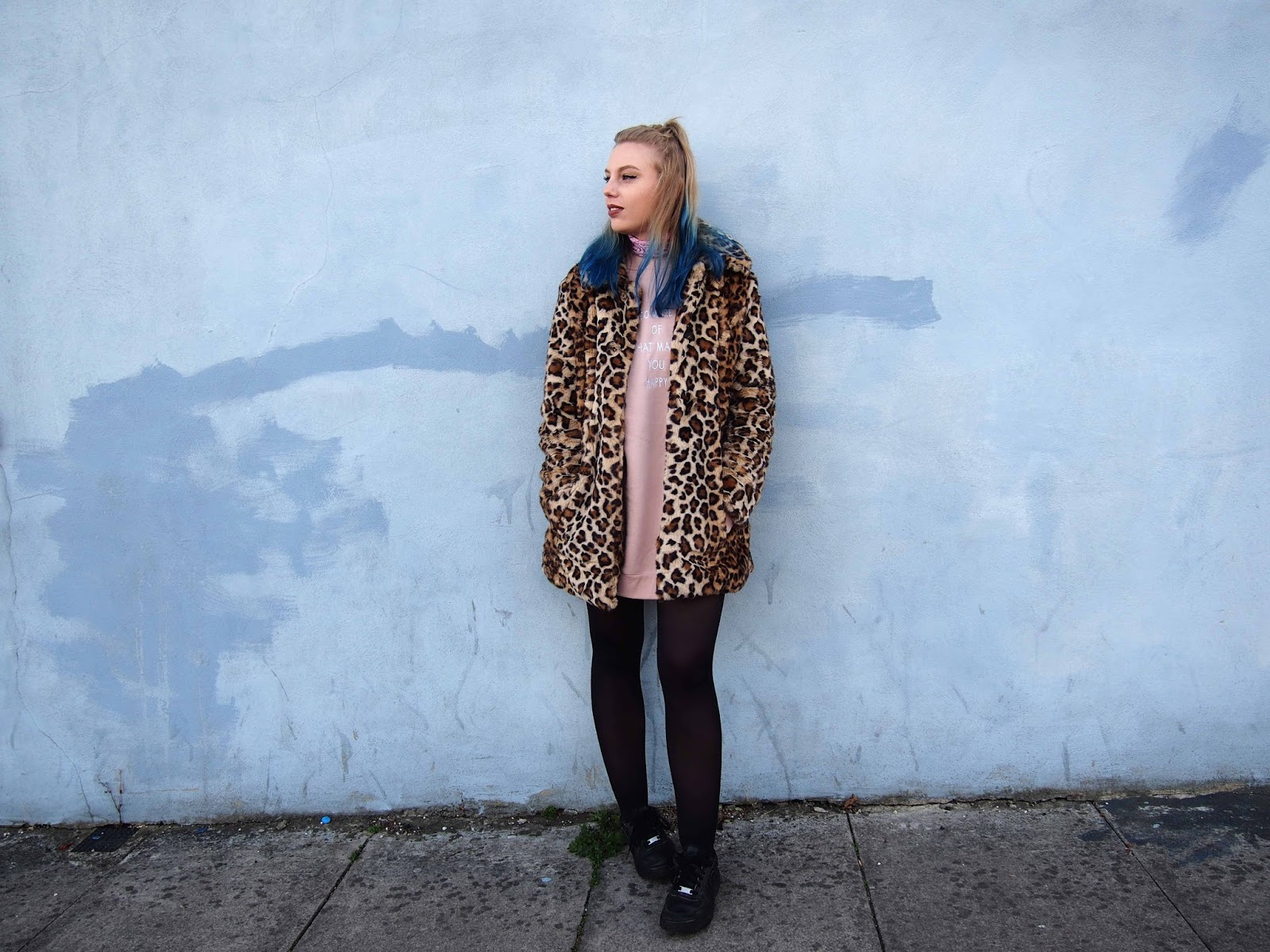 autumn grunge outfit, oversized dusty pink primark sweater jumper, leopard faux fur coat, bandana neck tie, autumn witner fashion style blogger ootd inspiration